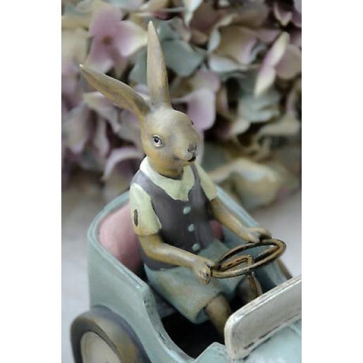 Figurina Iepuras Paste polirasina 22 cm x 17 cm x 9 cm